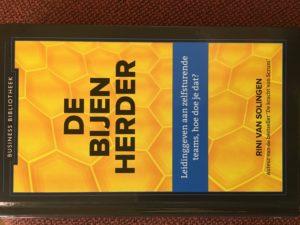 Cover of the book De bijenherder